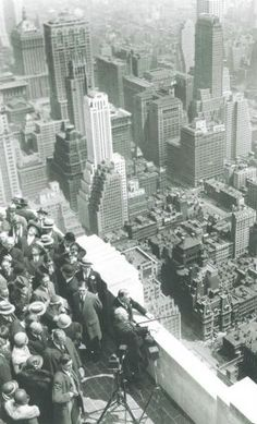 Alfred E Smith dedicating the Empire State Building - New York in b.jpg
