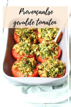Deze tomaten zijn ontzettend smaakvol door de combinatie van veel kruiden, knoflook en broodkruim. Een heerlijk feestelijk bijgerecht uit de oven, een goede tip voor tijdens het Kerst diner. Quick Healthy Meals, Healthy Dishes, Healthy Recipes, A Food, Good Food, Yummy Food, Vegan Food, Tapas, Soup Beans