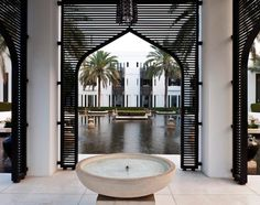 The Chedi Muscat. The Chedi Muscat balances big – a vast pool, a sprawling spa – with relaxed, minimal chic. Villa Design, Facade Design, Exterior Design, House Design, Islamic Architecture, Architecture Details, Interior Architecture, Hotel Lobby, Chedi Hotel