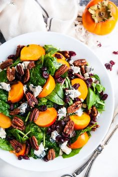 Candied Pecan Persimmon Gorgonzola Salad recipe - A fresh, 5 minute salad with fuyu persimmons, homemade candied pecans, and raspberry balsamic vinaigrette. Pecan Recipes, Fall Recipes, Healthy Recipes, Healthy Salads, Healthy Foods, Gorgonzola Salad Recipe, Eating Raw, Clean Eating, Thanksgiving Salad