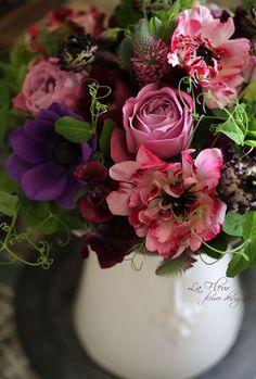 quenalbertini: Arrangement ᘡℓvᘠ□☆□ ❉ღϠ□☆□ ₡ღ✻↞❁✦彡●⊱❊⊰✦❁ ڿڰۣ❁ ℓα-ℓα-ℓα вσηηє νιє ♡༺✿༻♡·✳︎· ❀‿ ❀ ·✳︎· SAT DEC 2016 ✨ gυяυ ✤ॐ ✧⚜✧ ❦♥⭐♢∘❃♦♡❊ нανє α ηι¢є ∂αу ❊ღ༺✿༻✨♥♫ ~*~ ♪ ♥✫❁✦⊱❊⊰●彡✦❁↠ ஜℓvஜ Beautiful Flower Arrangements, Floral Arrangements, Green Flowers, Beautiful Flowers, Simply Beautiful, Table Flowers, Arte Floral, Floral Bouquets, Flower Decorations