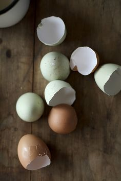 Eggs and Whey:    2 eggs, 6oz of unseasoned egg whites,  1 scoop of vanilla whey, 2 tsp baking powder, 4 Tbs 1/2 & 1/2 cream, salt and pepper. Mix all ingredients in the blender and poor into a warmed med. heat pan with coconut oil. Cover and cook and turn over once when it is almost done. Serves 2