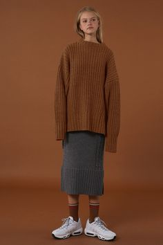 Up&down knitwear styling.
