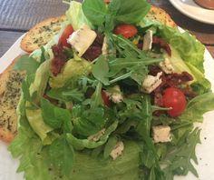 Sałatka z gorgonzolą i suszonymi pomidorami  Palce Lizać