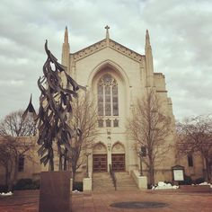 Enjoyed this view of Marsh Chapel on my lunchtime walk today...admired the architecture and the sculpture #marshchapel #proudtoBU #mlk #freeatlast #bostonuniversity #terrierpride #igersboston #commave #martinlutherkingday #voiceofthepeople #ihaveadream #iheartboston #gobu #BUalumni by hflagg32