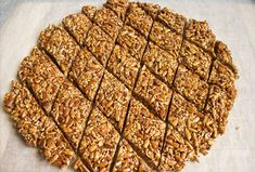 Tiles with sunflower seeds and sesame seeds You will need: - 150 g of seeds treated - 30 g of sesame - 180 g of honey - 40 grams sugar - Juice of half a Sunflower Seeds, Banana Bread, Deserts, Health Fitness, Vegan, Recipes, Food, Cookies, Piggy Bank