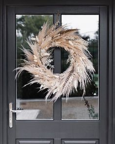 Interior Lavender, pampas and pheasant feathers The most perfect harvest inspired autumnal wreath for the front door which contrasts beautifully… Diy Fall Wreath, Fall Wreaths, Summer Wreath, Christmas Wreaths, Christmas Decorations, Autumn Wreaths For Front Door, Prim Christmas, Wreath Ideas, Dried Flower Wreaths