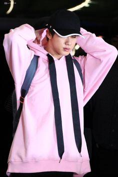 Seokjin airport look 180904 Seokjin, Ajin, Handsome Faces, Worldwide Handsome, Bts Bangtan Boy, Jung Hoseok, South Korean Boy Band, Korean Singer, Cute Guys