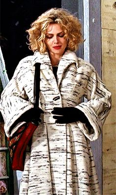 Michelle Pfeiffer as Selina Kyle in Batman Returns favorite outfits Catwoman Comic, Movie Costumes, Cool Costumes, Vintage Hollywood, Hollywood Glamour, Selena Kyle, Gotham Villains, I See Stars, Catwoman