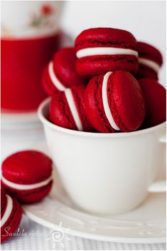 Red Velvet Almond Meringue (Red Velvet Macarons) - CUTEST macarons ever!  Not an almond flavoring fan though… but they are cute!