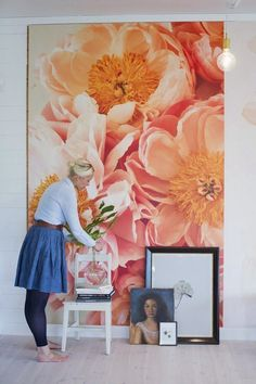 Framing Wallpaper - Creating a Home: 15 Ideas for Making & Displaying Art — Renters Solutions large wallpaper art (byFryd via Apartment Therapy) Love the huge floral print Framed wallpaper - big impact without the commitment. Over size botanical art wit Diy Wall, Wall Decor, Framed Wallpaper, Painting Wallpaper, Large Print Wallpaper, Deco Addict, Wall Murals, Home Art, Color Inspiration