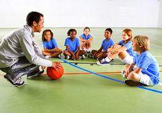 O esporte ajuda na interação e na sociabilidade entre os alunos e permite que conheçam e respeitem as diferenças e aprendam a importância do trabalho em equipe. Os benefícios são físicos e psicológicos. Além de fortalecer ossos e músculos, a prática de esportes ajuda na concentração e na coordenação motora.