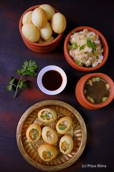 Puri / Gol Gappa Recipe gol gappa, pani puri, puchka/ i just wanna eat themmmmmmmmmmmm.gol gappa, pani puri, puchka/ i just wanna eat themmmmmmmmmmmm. Aloo Tikki Recipe, Pani Puri Recipe, Chaat Recipe, Indian Snacks, Indian Food Recipes, Vegetarian Recipes, Indian Street Food, Best Street Food, Samosas