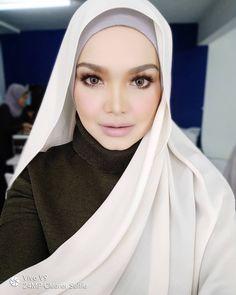 Siti Nurhaliza, Art Drawings Sketches Simple, Muslim Girls, Hijab Fashion, Singer, Beautiful, Instagram, Artist, Style