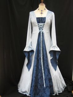 ICE BLUE medieval gown can be worn by a range of sizes Medieval Gown, Medieval Wedding, Renaissance Clothing, Vintage Outfits, Old Dresses, Linen Dresses, Period Outfit, Beautiful Dresses, Gorgeous Dress