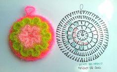 안드레아 소피 수세미 도안입니다 제가 키우는 Era's Andrea sofie에서 이름 가져왔어요 프릴 수세미라 ... Crochet Scrubbies, Crochet Potholders, Crochet Motifs, Crochet Mandala, Crochet Diagram, Crochet Chart, Diy Crochet, Crochet Doilies, Crochet Flowers