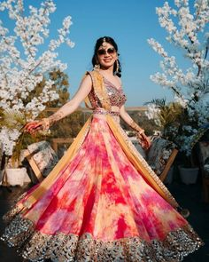 In this article, we are going to show some amazing light lehenga designs for bride & bridesmaid which will grab your audience's attention. Mehendi Outfits, Indian Bridal Outfits, Bridal Dress Indian, Indian Gowns Dresses, Indian Fashion Dresses, Shadi Dresses, Indian Fashion Trends, Fashion Outfits, Fashion Designer