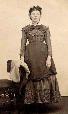 saloon girl - Barmaid