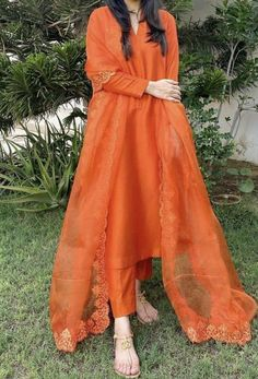 Fancy Dress Design, Stylish Dress Designs, Designs For Dresses, Dress Indian Style, Indian Fashion Dresses, Indian Designer Outfits, Indian Wear, Pakistani Fashion Party Wear, Pakistani Wedding Outfits