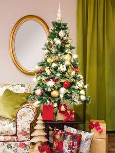 In forma lui perfecta si in sclipirile de aur ale unui glob, descoperi magia Craciunului. Globuri si figurine de poveste, orice ai alege din colectia Mobexpert, bucuria pe care o astepti un an intreg. Aur, Orice, Christmas Tree, Holiday Decor, Home Decor, Magick, Teal Christmas Tree, Decoration Home, Room Decor