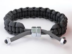 """How to Make a Sliding """"Hex Nut"""" Cobra Knot Paracord Survival Bracelet-Suggested … - Armband ideen Nut Bracelet, Bracelet Knots, Bracelet Crafts, Paracord Bracelets, Paracord Ideas, Diy Bracelets Easy, Bracelets For Men, Paracord Braids, Bracelet Tutorial"""