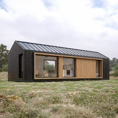 Prefab Cabins, Prefab Homes, Facade Design, House Design, Modern Barn House, Container Home Designs, Energy Efficient Homes, Sustainable Design, Tiny House