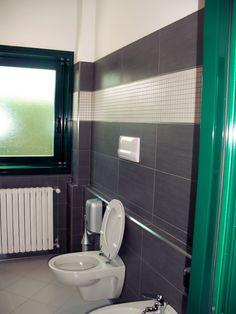 rivestimento bagno con decori in