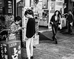 Japanese palm reader, photo by Lee Chapman Japanese Buildings, Palm Reading, Street Snap, Palmistry, Palms, Street Photography, Monochrome, Tokyo, Black And White