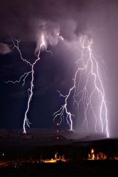High Energy – Amazing Pictures - Amazing Travel Pictures with Maps for All Around the World Thunder And Lightning, Lightning Bolt, Lightning Storms, Tornados, Thunderstorms, Fuerza Natural, Wild Weather, Lightning Strikes, Science And Nature