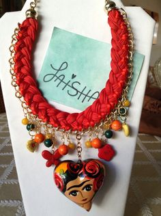 Collar de moda Frida Kahlo en corazón de cerámica