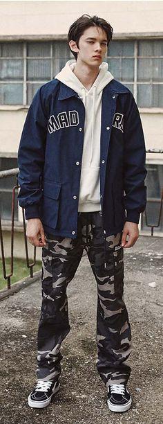 허리 밴딩 스트레이트 핏의 매드마르스  카모 카고팬츠, 모델 185cm / 70kg / M size 착용