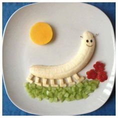 Nice food art with fruits. Cute Snacks, Cute Food, Good Food, Fruit Snacks, Funny Food, Snacks Ideas, Kid Snacks, Lunch Snacks, Toddler Meals