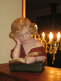 SOLID PLASTER EDWARDIAN FRENCH BUST OF A YOUNG GIRL READING