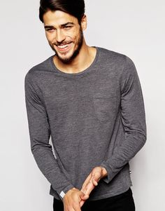 T-Shirt von Produkt weiches Jersey Rundhalsausschnitt Brusttasche reguläre Passform - entspricht den Größenangaben Maschinenwäsche 60% Baumwolle, 40% Polyester Model trägt Größe M und ist 187cm/6 Fuß und 1,5Zoll groß