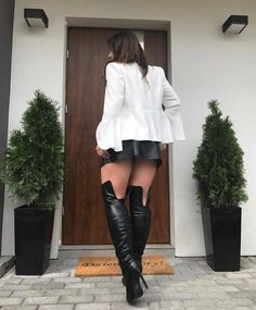 black thigh high boots on bare legs with a short black leather skirt Lingerie Heels, High Leather Boots, Leather Skirt, Black Leather, Stiletto Boots, Hot High Heels, Girls In Mini Skirts, Sexy Boots, Thigh High Boots