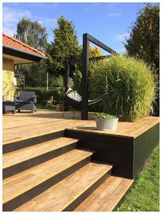 backyard makeover Attraktiv attraktive Dekoration Terrace Dekor Hhe jardinieres am Ende der te . Attraktiv attraktive Dekoration Terrace Dekor Hhe jardinieres am Ende der te # The po Outdoor Spaces, Outdoor Living, Outdoor Decor, Outdoor Patios, Outdoor Kitchens, Backyard Patio, Backyard Landscaping, Wood Deck Designs, Wood Decks