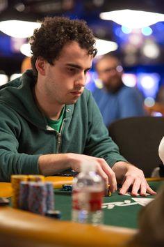Curiosidades WSOP 2010: Dan Kelly, de 21 anos, foi um dos nomes mencionados de forma proeminente antes da WSOP, e mostrou que realmente joga muito. Ele levou um dos títulos mais prestigiosos do ano, o evento six-handed no-limit hold'em de $25.000, derrotando uma mesa final cheia de jovens talentos da Internet e faturando $1.315.518, além de seu primeiro bracelete.
