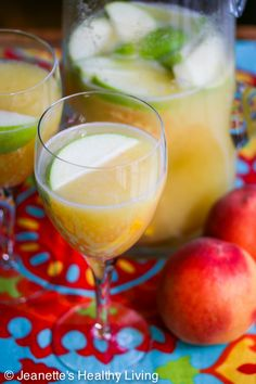 So Refreshing! White Peach Sangria © Jeanette's Healthy Living #cocktail #summer #summersoiree
