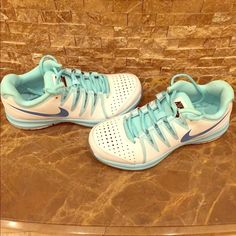 Women's Nike Vapor Court Tennis Shoe Never worn outside tennis court shoe! Does not come with box. Nike Shoes