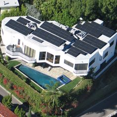 Solar Electrical Systems set up this solar power project in the Hollywood Hills.
