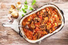 Ragů z hovězích líček.Stačí připravit rýži a hostina může začít....... https://www.prozeny.cz/recepty/recepty-a-vareni/masa/50250-ragu-z-hovezich-licek-tohle-lahodne-jidlo-z-jednoho-hrnce-musite-vyzkouset