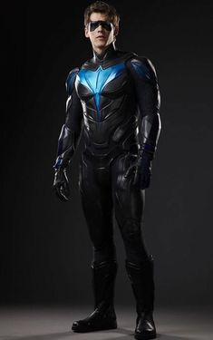 [Film/TV] Full body shot of Nightwing (Titans Series) Nightwing Cosplay, Nightwing Costumes, Nightwing And Starfire, Starfire Comics, Dc Universe, Deathstroke, Jason Todd, Nightwing Wallpaper, Nightwing Young Justice