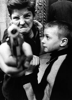 Gun 1, New York, 1955 ©William Klein / Howard Greenberg Gallery