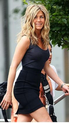 Jennifer Aniston.  Messy and tousled is her BEST look.  Damn. Just Saying.