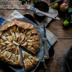 Crisp buttery pastry with a hazelnut and apple topping, perfect Fall dessert! Fall Desserts, Dessert Recipes, Crab Apple Jelly, Apple Galette, Lemon Syrup, Custard Filling, Fruit In Season, Apple Slices, Creme Brulee