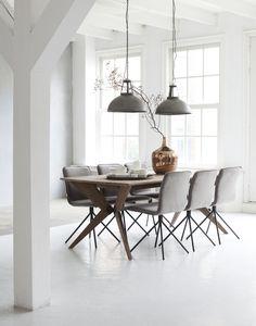 שולחן אוכל מעוצב מעץ ממוחזר