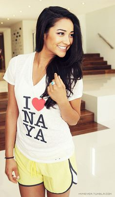 Even in the most laid back clothes, she manages to be so hot. Gosh, Shay. <3