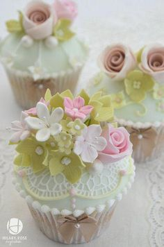 Such beautiful cupcakes! By Hilary Rose Cupcakes. Tea Party Cupcakes, Fancy Cupcakes, Pretty Cupcakes, Beautiful Cupcakes, Fondant Cupcakes, Wedding Cupcakes, Valentine Cupcakes, Green Cupcakes, Mocha Cupcakes