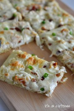 Chicken Alfredo Pizza.....the most heavenly, creamy, amazing pizza ever!