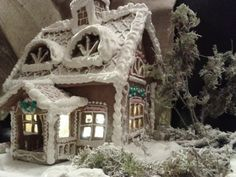 Talvinen piparkakkutalo Gingerbread Ornaments, Gingerbread Decorations, Christmas Gingerbread House, Gingerbread Cake, Christmas Fun, Christmas Cookies, Christmas Decorations, Gingerbread Houses, Holiday Decor